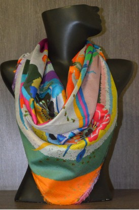 "Exclusive Printed Pure Silk Scarf -L:43"" W:41"""