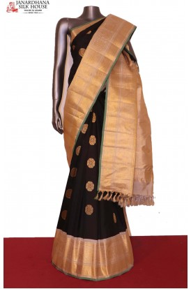 Grand & Traditional Zari Butta Handloom Pure Gadwal Silk Saree