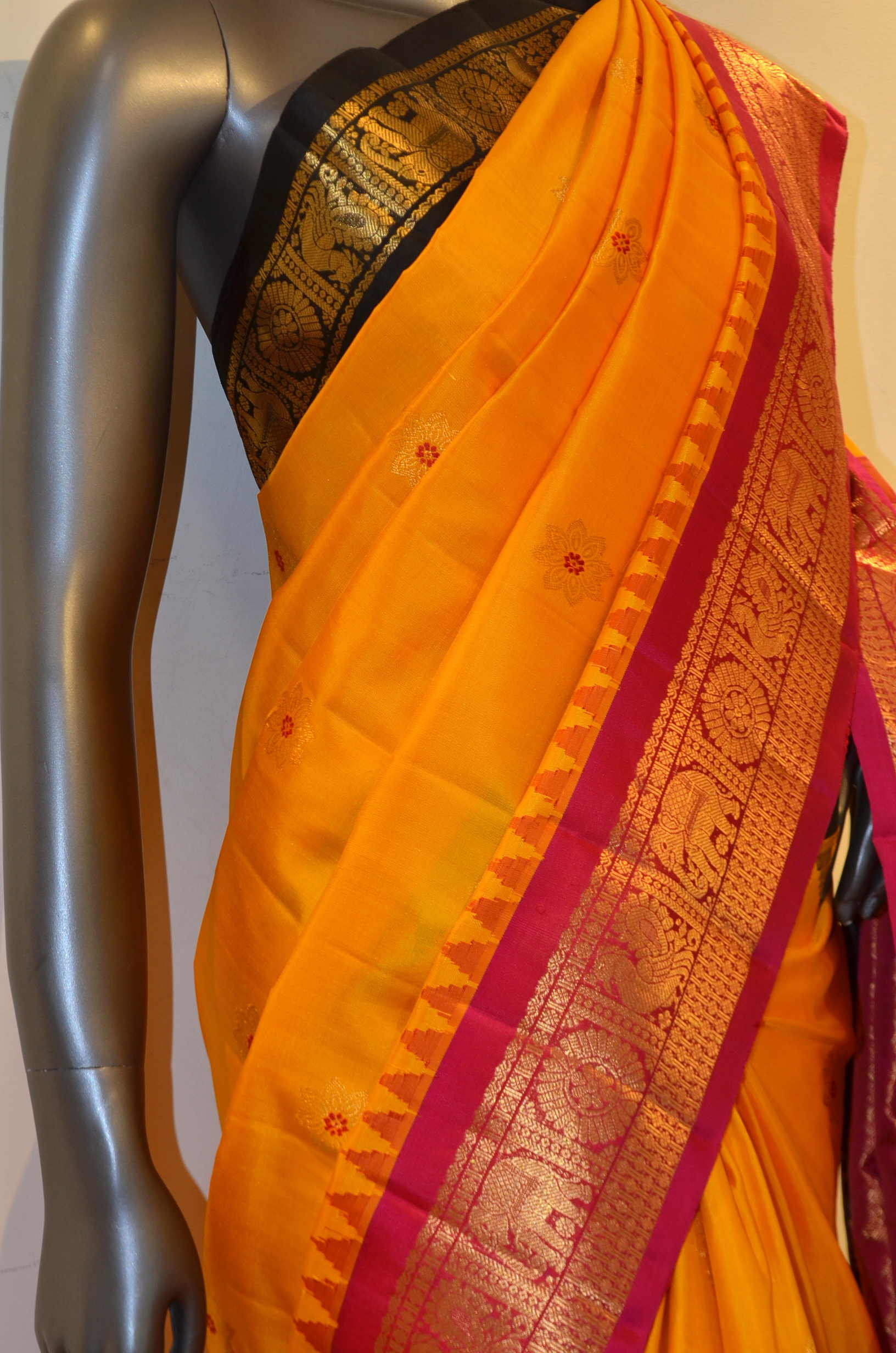 Traditional & Classic Ganga Jamuna Handloom Pure Gadwal Silk Saree